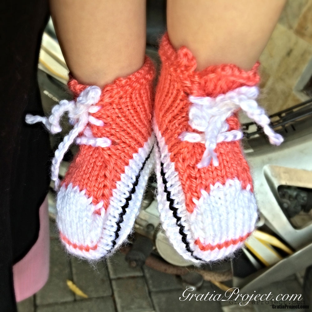 Knitting Pattern For Converse Socks : Baby Converse Booties Knitting Pattern   Gratia Project