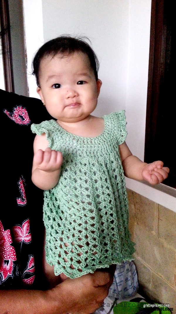 easy-baby-dress-crochet-pattern